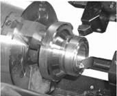 Одновременная обработка наружной и внутренней поверхностей двумя резцами